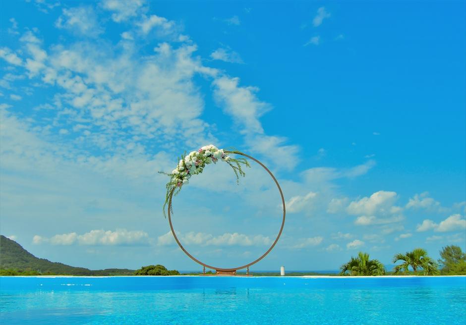ホテル海邦川平石垣島・沖縄結婚式│インフィニティ・ウェディング│真っ青なプールと海と空