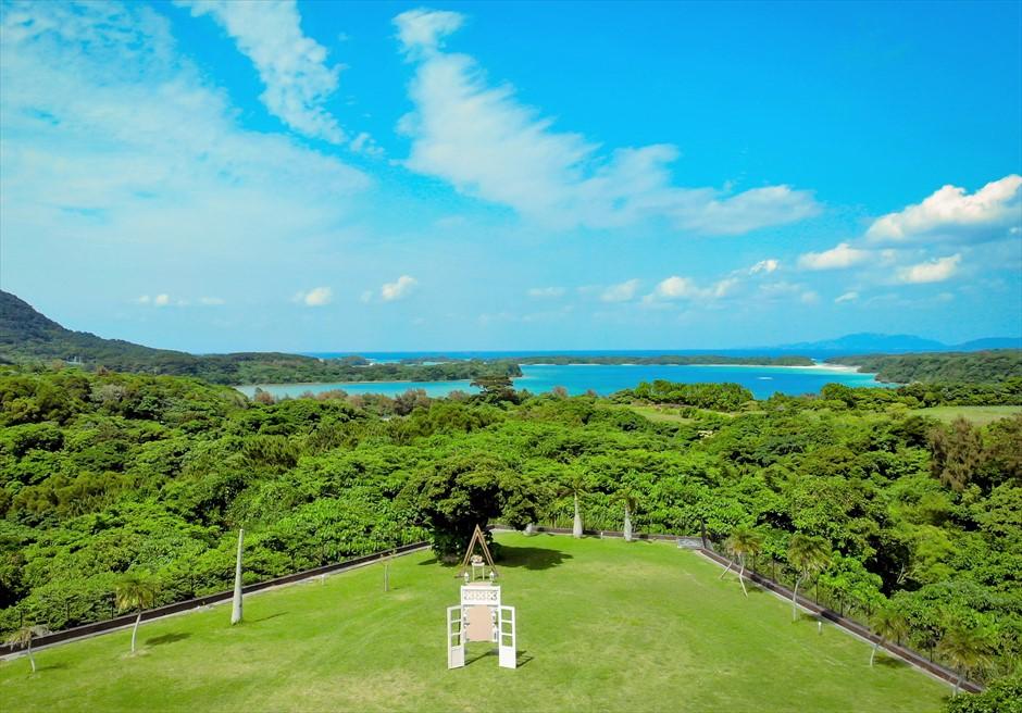ホテル海邦川平・石垣島沖縄結婚式 ヘブンズ・ドア・ガーデン・ウェディング 美しい川平の景色を一望するガーデン挙式
