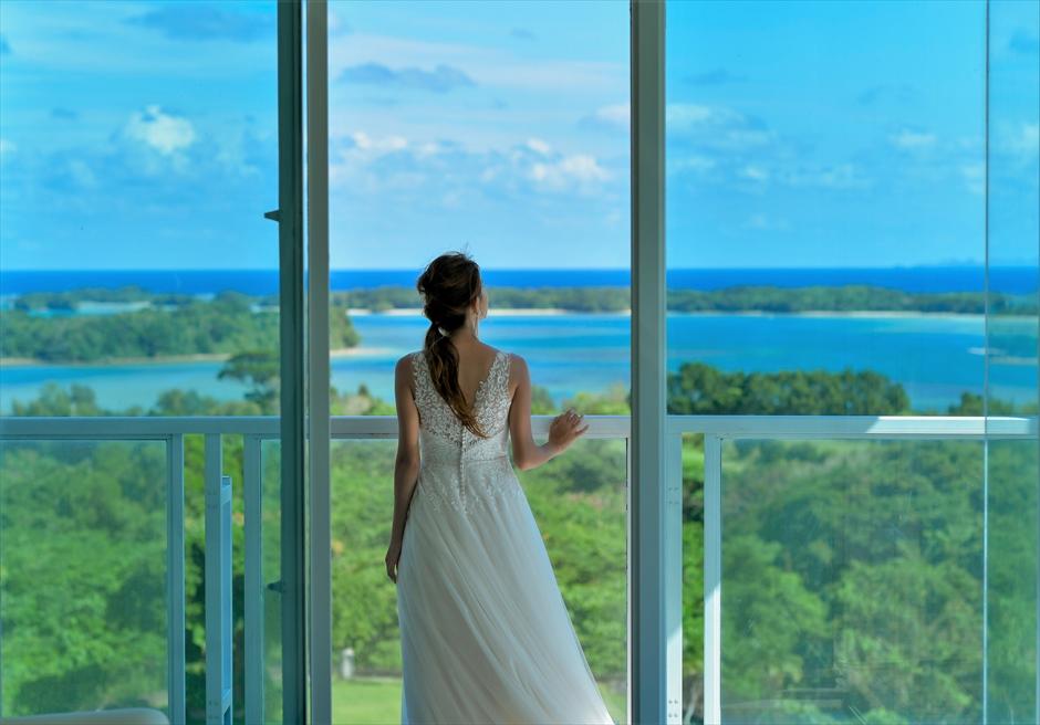 ホテル海邦川平フォトウェディングスイートルームより川平湾を望む