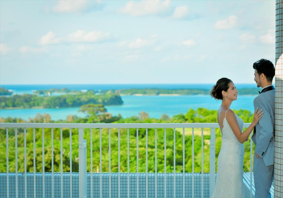 ホテル海邦川平フォトウェディング青々した海を一望するルーフトップ