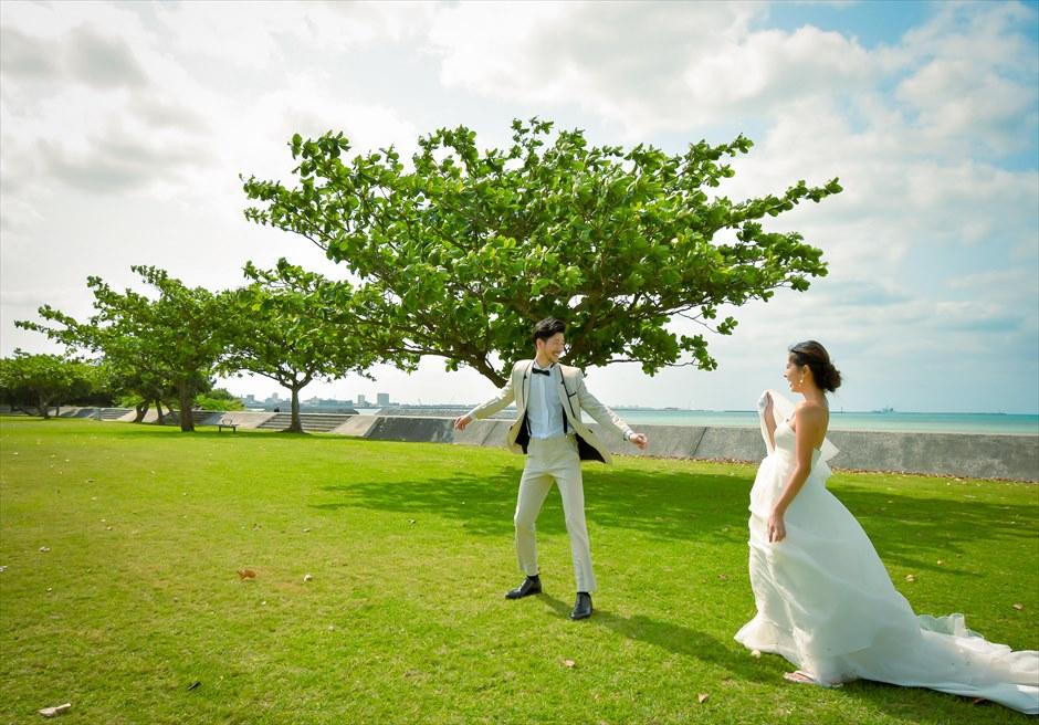 ホテル・ロイヤル・マリン・パレス石垣島美しい木々が生い茂るガーデンにて挙式前撮影