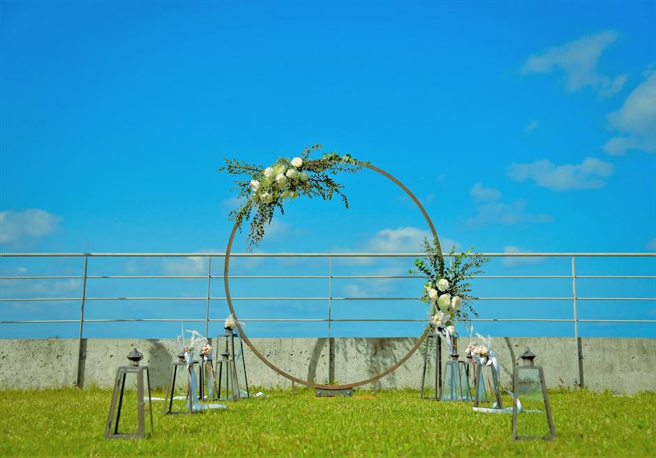西表結婚式・ジャングル・ホテル・パイヌマヤ オーシャンビュー・ルーフトップ・ガーデン 挙式会場装飾