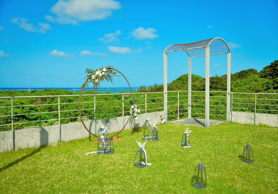 西表結婚式・ジャングル・ホテル・パイヌマヤ オーシャンビュー・ルーフトップ・ガーデン 美しい山々と海を高台より一望する挙式会場