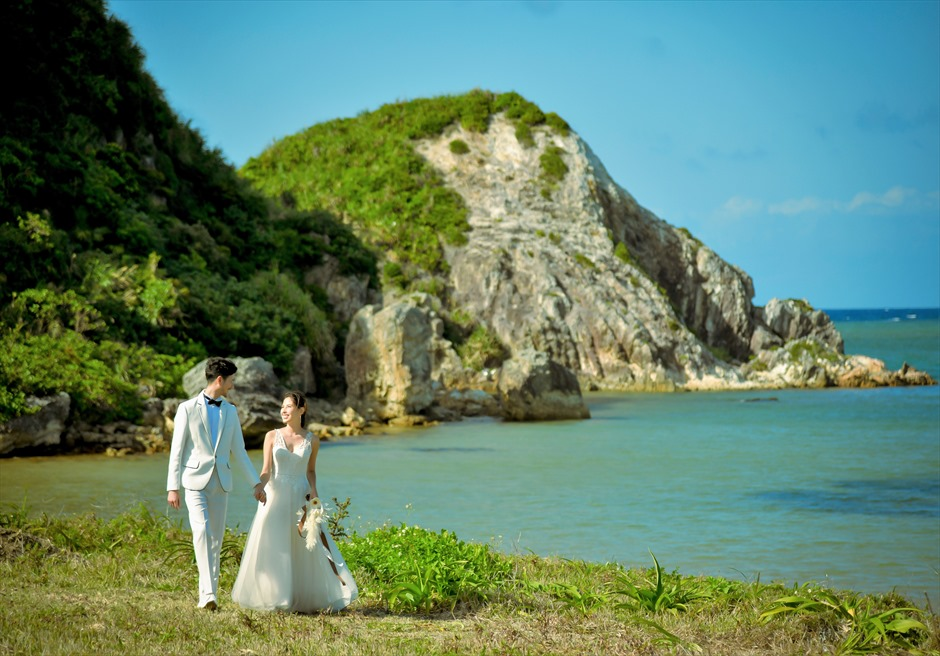 沖縄西表島結婚式ビーチフロント・デッキ挙式 ジャングル・ホテル・パイヌマヤ 西表島の景観を望むフォト・ウェディング