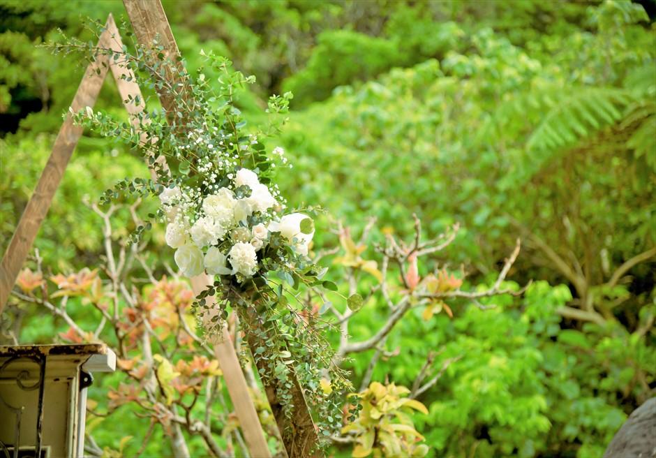 西表島結婚式・ジャングルホテル・沖縄挙式 パイヌマヤ・琉球ガゼボ・ウェディング アーチ生花装飾