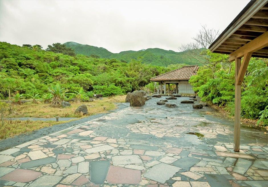 ジャングル・ホテル・パイヌマヤ西表島沖縄 琉球ガゼボ・ウェディング 沖縄伝統建築のオールド&モダンな結婚式