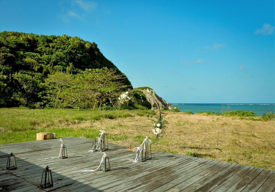 沖縄西表島結婚式ビーチフロント・デッキ挙式 ジャングル・ホテル・パイヌマヤ 目の前に美しいビーチが広がる挙式会場