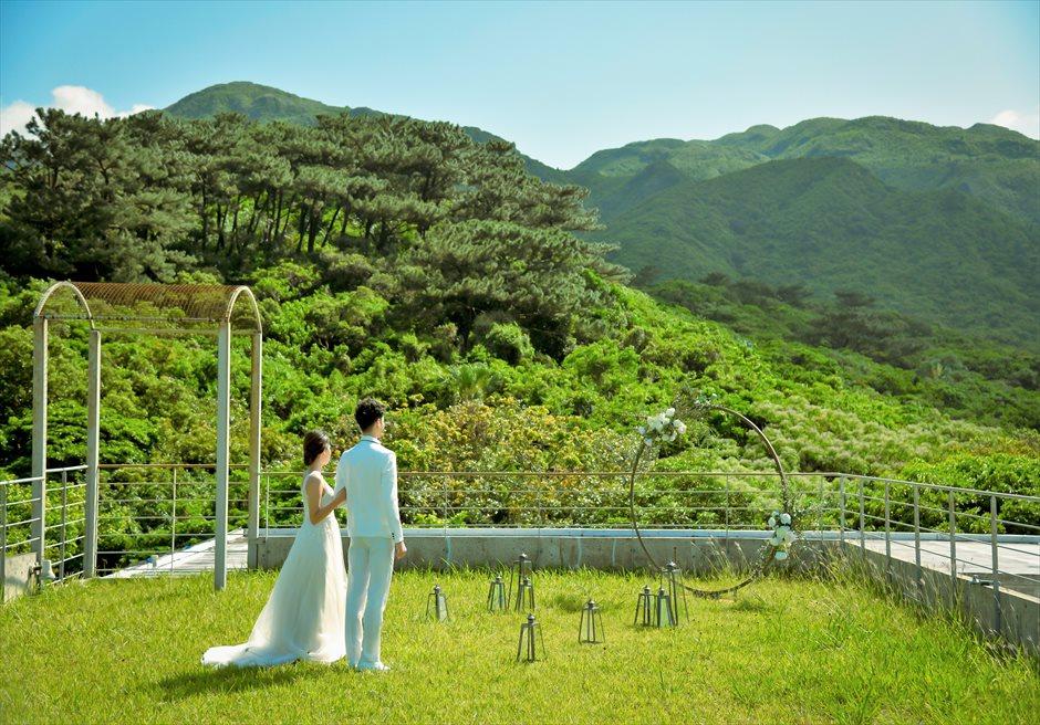 沖縄西表島挙式・ガーデン・ウェディング ジャングル・ホテル・パイヌマヤ結婚式 ルーフトップ・ガーデン挙式会場入場シーン