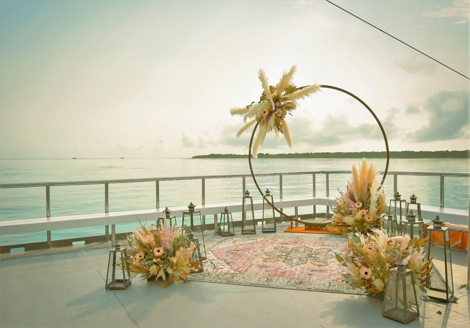 石垣島 八重山諸島 竹富島小浜島の近海 アイランド・クルージング・ウェディング 船上挙式会場装飾