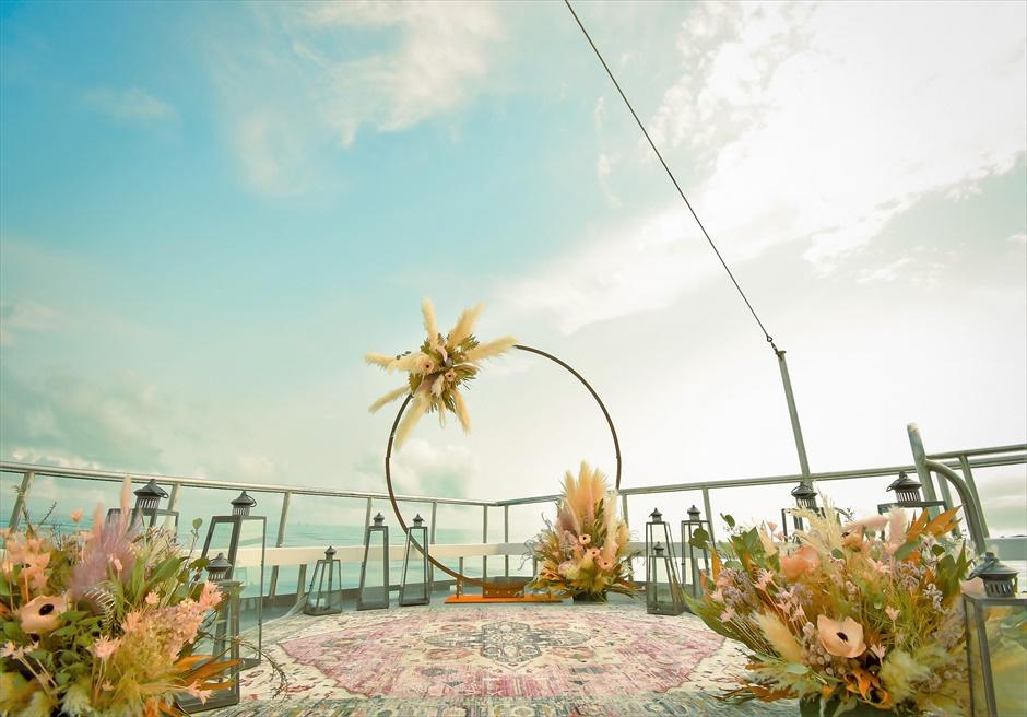 沖縄石垣島 竹富島小浜島の近海 アイランド・クルージング・ウェディング 船上挙式会場装飾