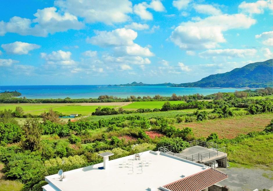 星の宿川平・石垣島沖縄結婚式│オーシャンフロント・ルーフトップ挙式│白と青と緑のコントラストが美しい