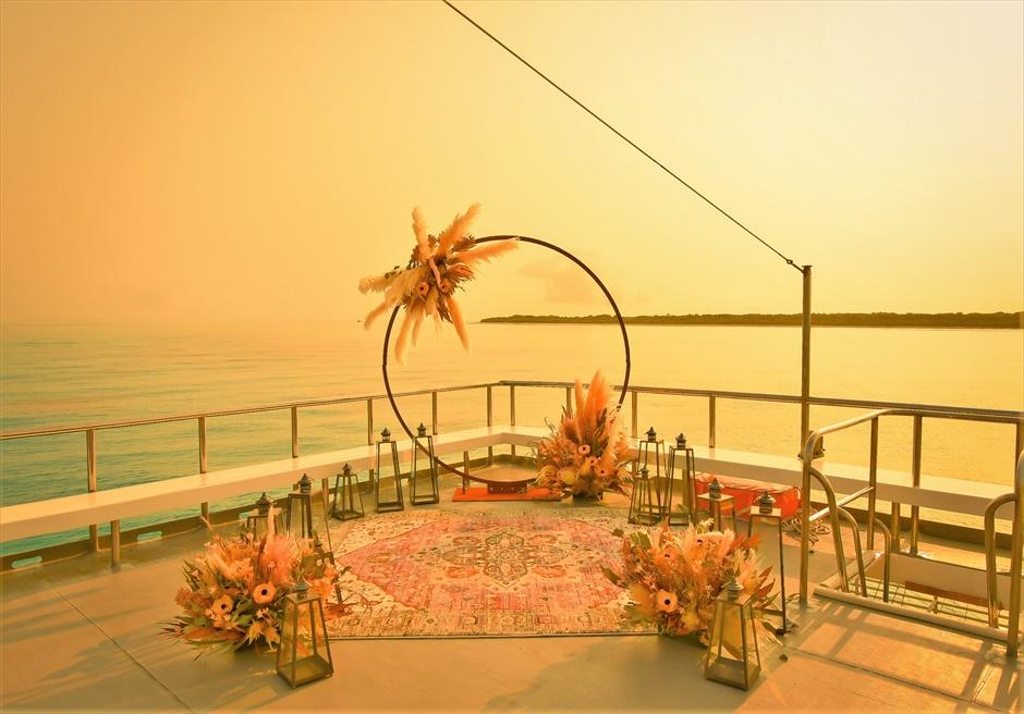 石垣島就航アイランド・クルーズ結婚式 小浜島竹富島近海・船上サンセット挙式 ルーフトップ挙式会場全景