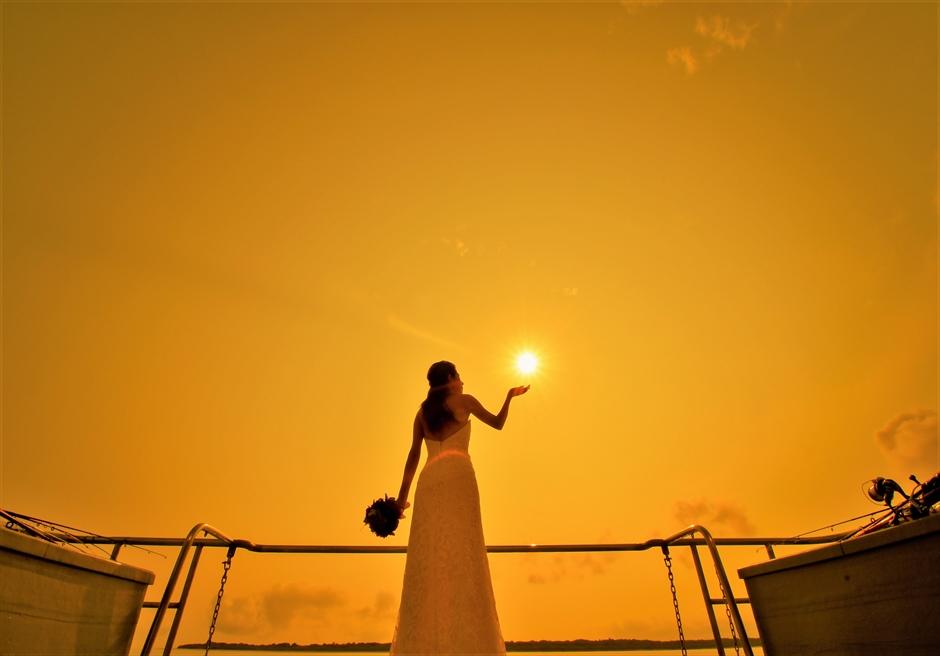 石垣島沖縄・アイランド・クルーズ挙式 船上サンセット・フォトウェディング 夕日を独占する挙式後撮影