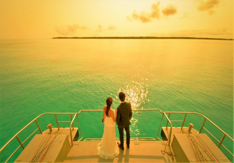 石垣島沖縄・アイランド・クルーズ挙式 船上サンセット・フォトウェディング ボートデッキを利用した挙式後撮影
