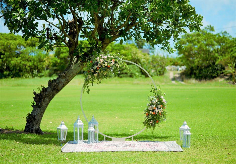 石垣シーサイドホテル挙式・結婚式 ツリー・ガーデン・ウェディング サークルアーチ・ランタン・カーペット