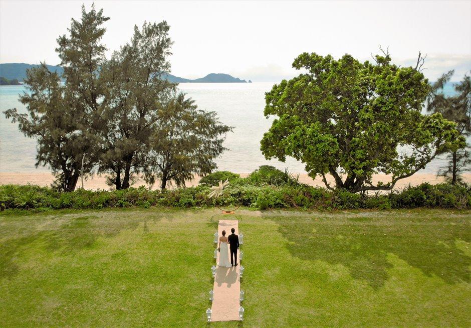 石垣シーサイドホテル・沖縄結婚式│ビーチフロント・ガーデン・ウェディング│目の前に美しい海が広がる挙式会場