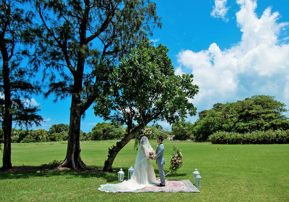 石垣シーサイドホテル挙式・結婚式 ツリー・ガーデン・ウェディング 広大な挙式シーン