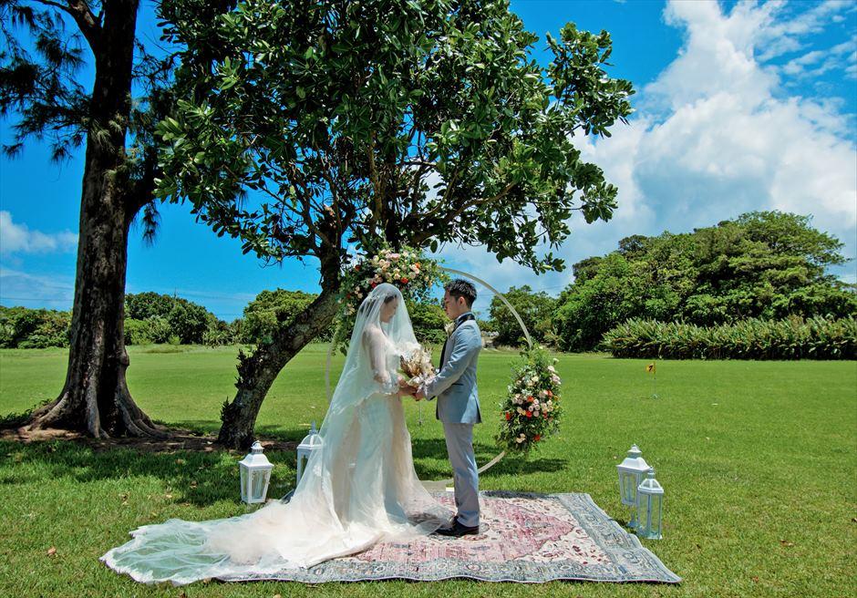 石垣シーサイドホテル挙式・結婚式 ツリー・ガーデン・ウェディング 大自然と一体化する挙式シーン
