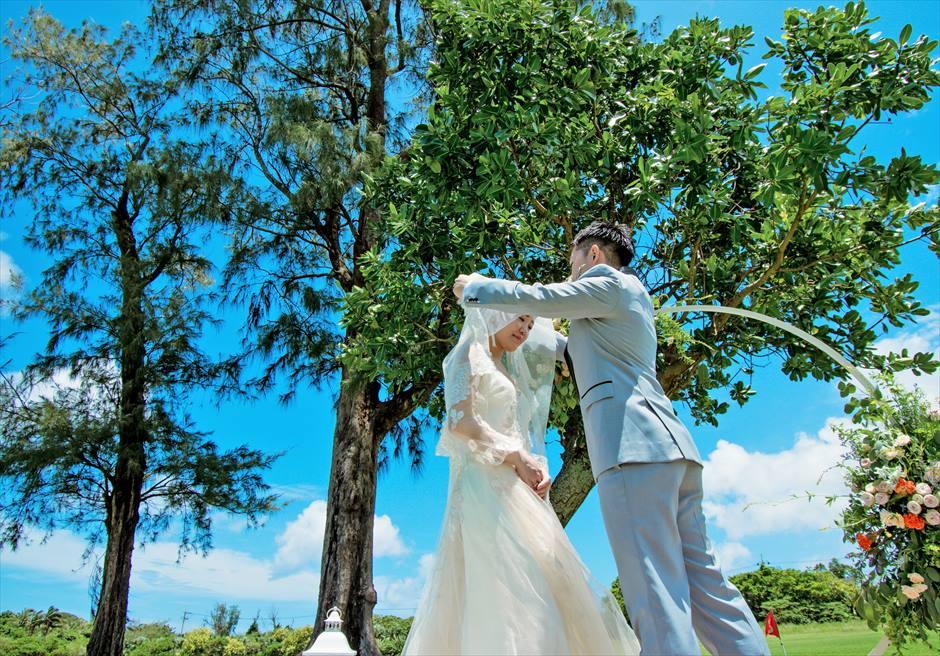 石垣シーサイドホテル挙式・結婚式 ツリー・ガーデン・ウェディング ベールアップシーン