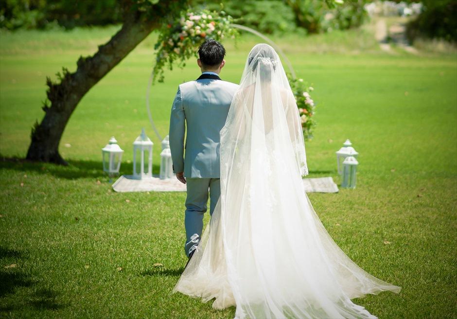 石垣シーサイドホテル挙式・結婚式 ツリー・ガーデン・ウェディング 幻想的な挙式会場入場シーン