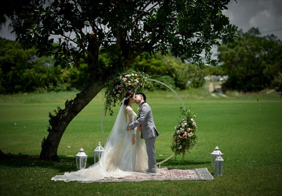 石垣シーサイドホテル挙式・結婚式 ツリー・ガーデン・ウェディング 幻想的な挙式シーン