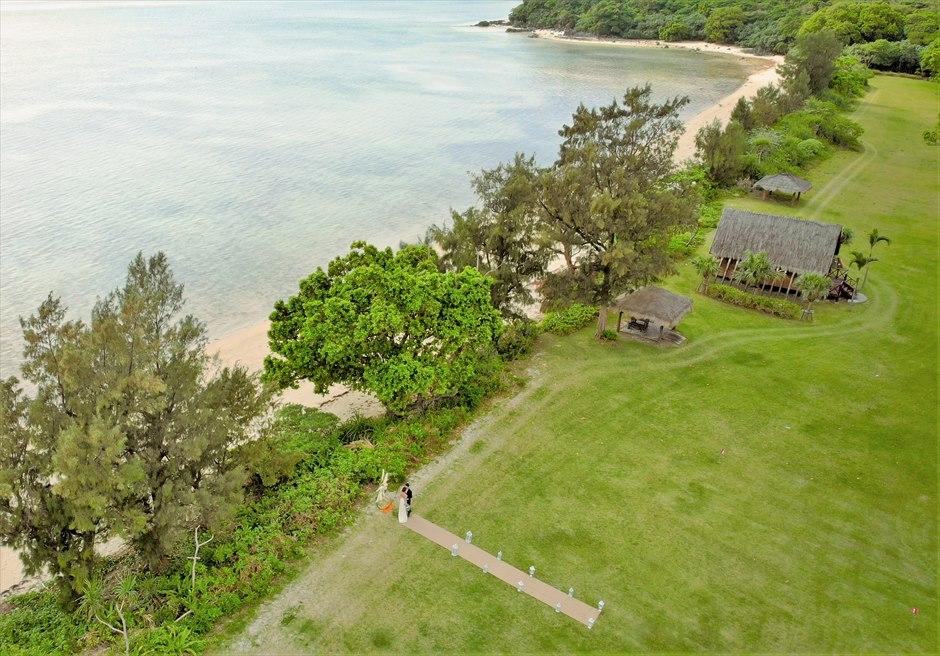 石垣シーサイドホテル・沖縄結婚式│ビーチフロント・ガーデン・ウェディング│ビーチ&チャペルを一望する広大なガーデン