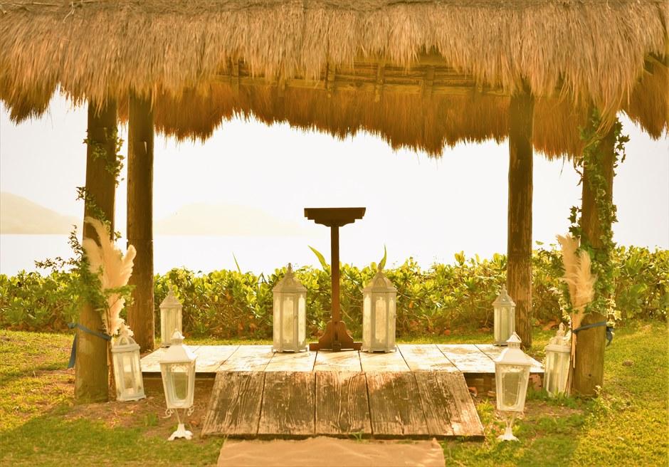 石垣シーサイドホテル・沖縄結婚式 ビーチフロント・ガゼボ・ウェディング 祭壇周り装飾