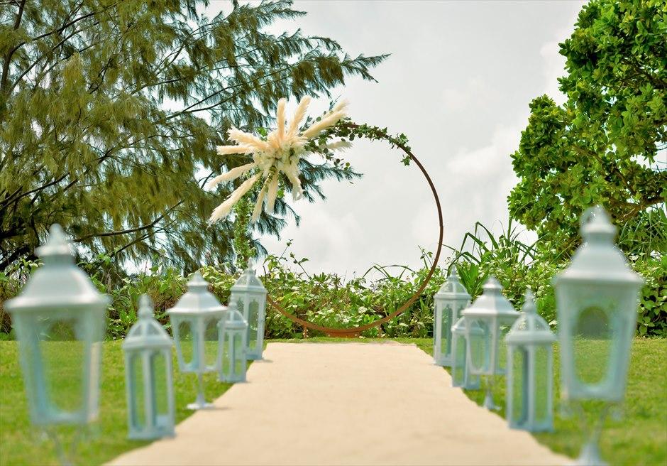 石垣シーサイドホテル・沖縄結婚式│ビーチフロント・ガーデン・ウェディング│アーチ生花装飾&ホワイトランタン