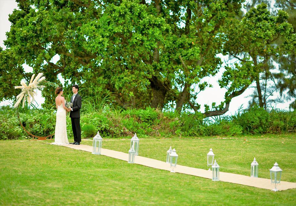 石垣シーサイドホテル・沖縄ウェディング│ビーチフロント・ガーデン挙式│緑豊かな木々が生い茂るガーデン