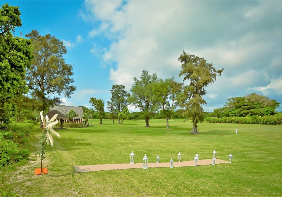 石垣シーサイドホテル・沖縄結婚式│ビーチフロント・ガーデン・ウェディング│石垣随一に広大で美しいガーデン