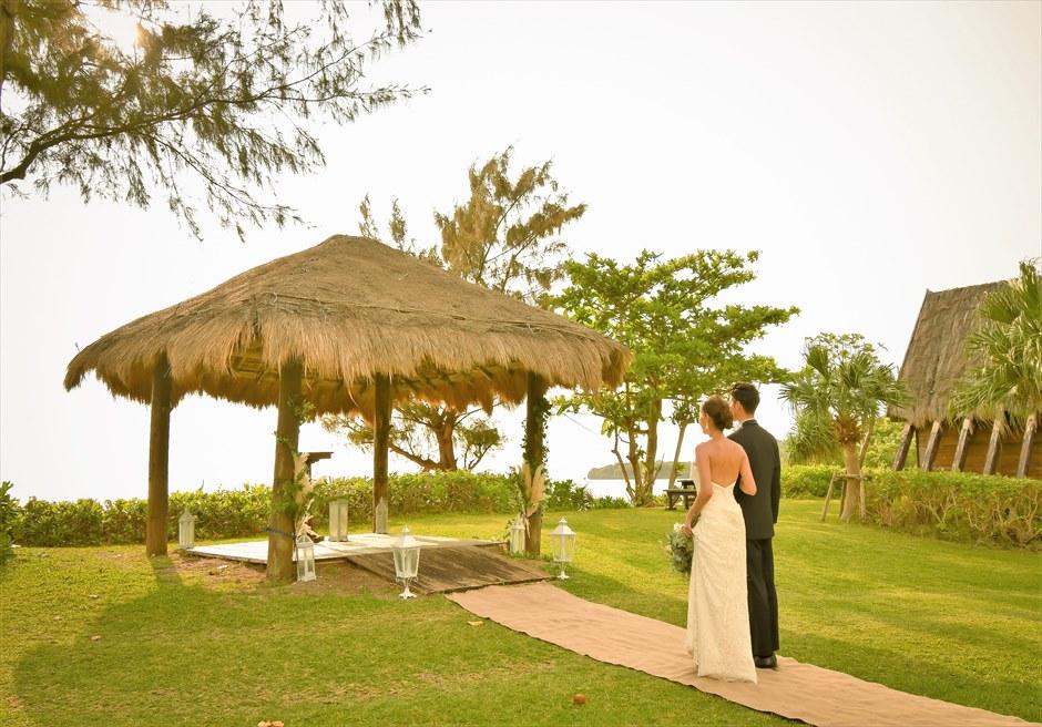 石垣シーサイドホテル・沖縄結婚式 ビーチフロント・ガゼボ・ウェディング 目の前にビーチが広がる挙式会場入場シーン