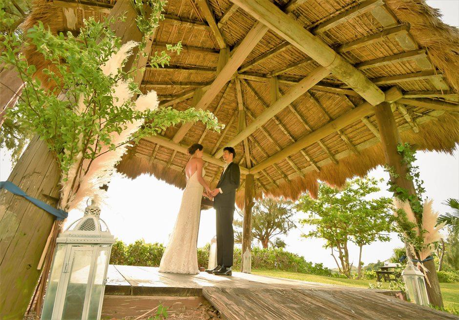 石垣シーサイドホテル・沖縄結婚式 ビーチフロント・ガゼボ・ウェディング ナチュラルテイストな挙式シーン