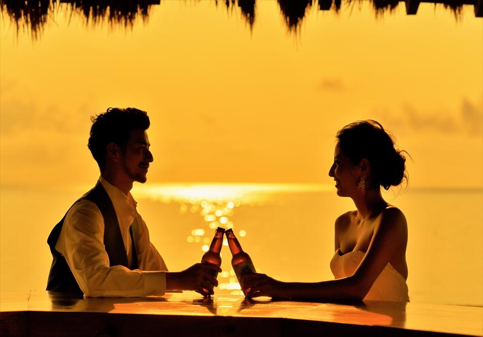 石垣シーサイドホテル・沖縄結婚式 ビーチフロント・ガゼボ・ウェディング 挙式後サンセット乾杯シーン