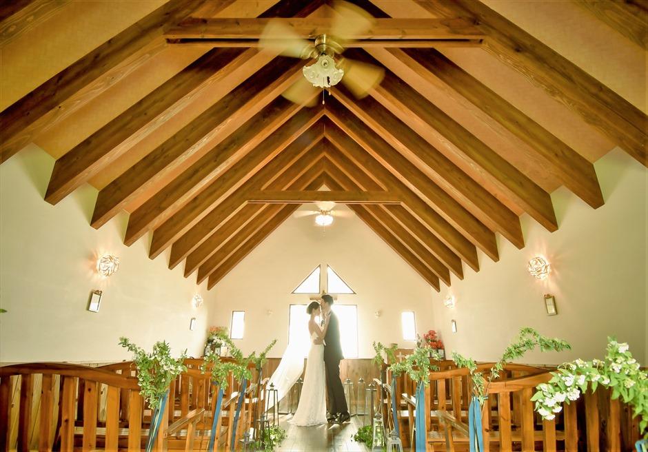 聖カビラ教会・石垣シーサイドホテル結婚式│チャペル・ウェディング│シンプルで神秘的なチャーチでの挙式シーン