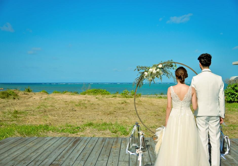 沖縄西表島結婚式ビーチフロント・デッキ挙式 ジャングル・ホテル・パイヌマヤ 青々した海を一望する挙式会場