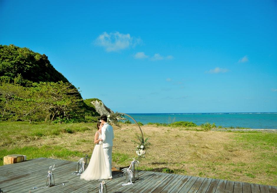 沖縄西表島結婚式ビーチフロント・デッキ挙式 ジャングル・ホテル・パイヌマヤ 西表島の大自然を感じるブライダル・シーン