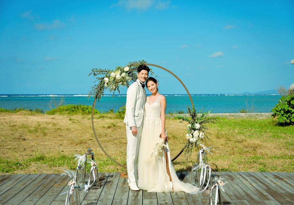 沖縄西表島結婚式ビーチフロント・デッキ挙式 ジャングル・ホテル・パイヌマヤ 挙式後サークルアーチ撮影