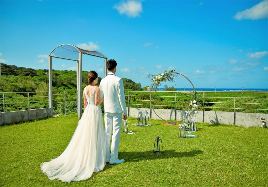 西表結婚式・ジャングル・ホテル・パイヌマヤ オーシャンビュー・ルーフトップ・ガーデン 高台より美しい景色を一望する絶景挙式