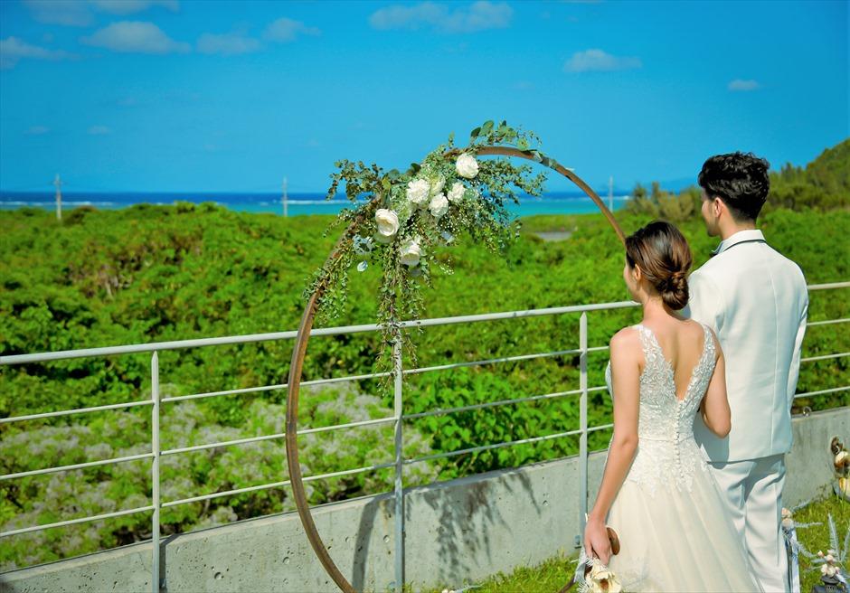 西表結婚式・ジャングル・ホテル・パイヌマヤ オーシャンビュー・ルーフトップ・ガーデン 西表島ならではのブライダル・シーン