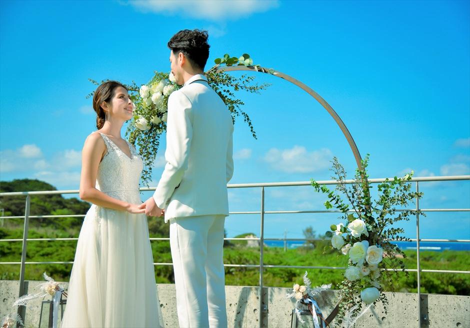 ジャングル・ホテル・パイヌマヤ西表島 オーシャンビュー・ルーフトップ・ガーデン 空に手が届くようなブライダル・シーン