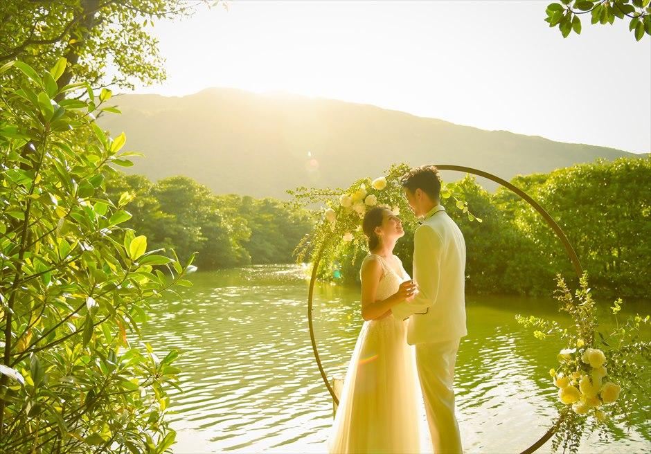ジャングル・ホテル・パイヌマヤ西表島結婚式 マングローブ・ウェディング サンセット サンセットが広がる挙式シーン