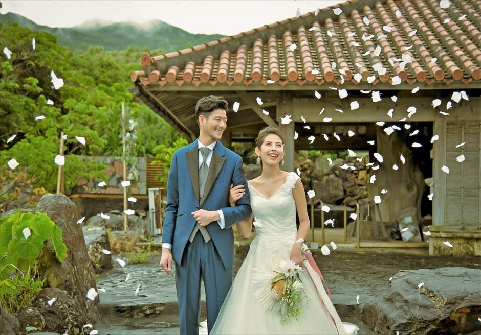 ジャングル・ホテル・パイヌマヤ西表島沖縄 琉球ガゼボ・ウェディング 生花のフラワーシャワー