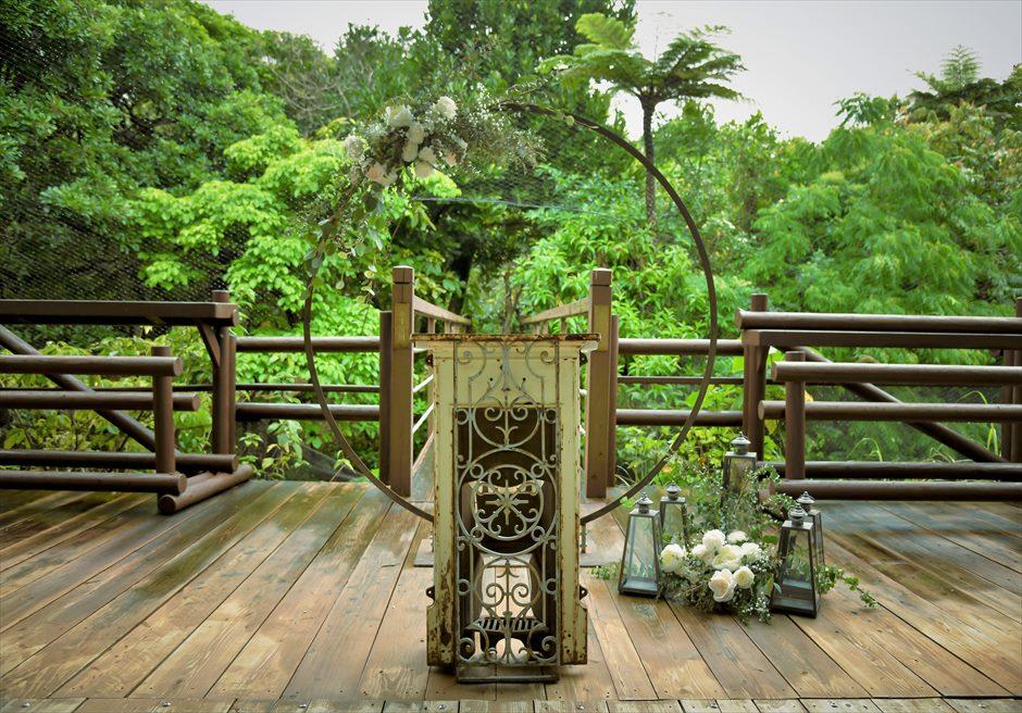 ジャングル・ホテル・パイヌマヤ西表結婚式 ブリッジ・デッキ・ウェディング 沖縄挙式 サークルアーチ&エイジング祭壇装飾