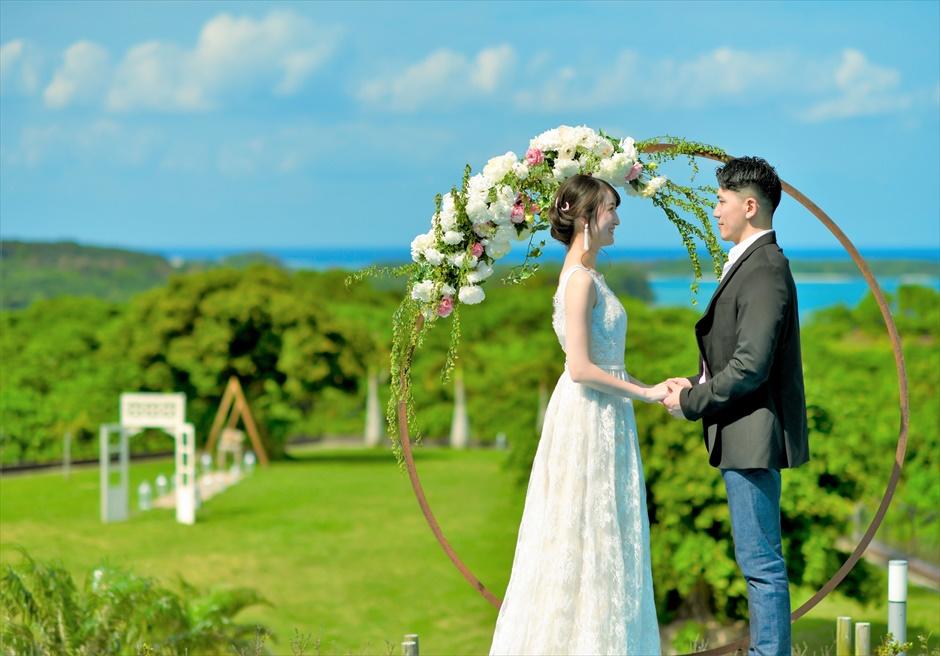 ホテル海邦川平石垣島・沖縄結婚式│インフィニティ・ウェディング│緑と青のコントラストが美しい挙式