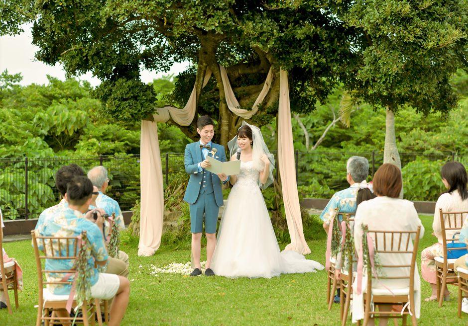 ホテル海邦川平・石垣島沖縄・結婚式│ツリー・ガーデン・ウェディング│大木の下で愛を誓う