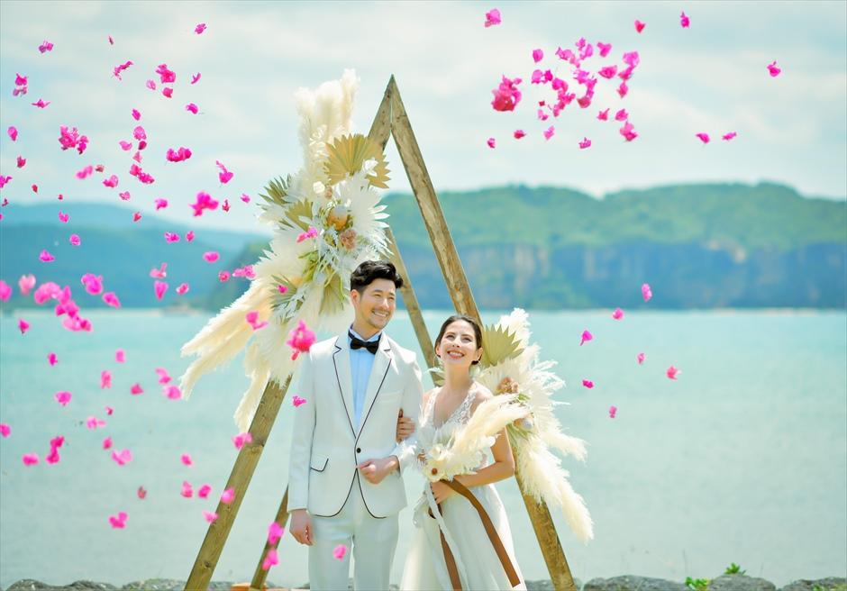 沖縄西表島結婚式ヴィラうなりざき オーシャンフロント・ガーデンウェディング 生花のフラワーシャワー
