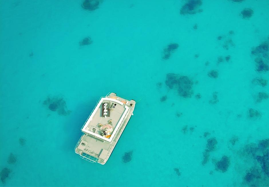 沖縄・石垣島アイランド・クルージング挙式 船上ウェディング 竹富島&小浜島近海 透明度の高い環礁