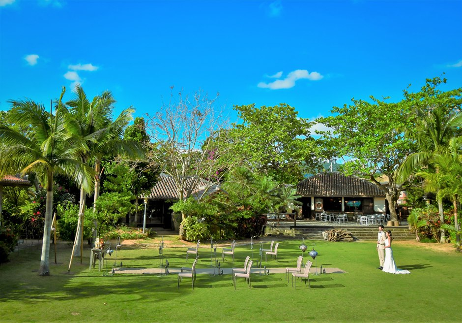 舟蔵の里・石垣島・沖縄結婚式 琉球古民家ガーデン・ウェディング 美しいガーデン入場シーン