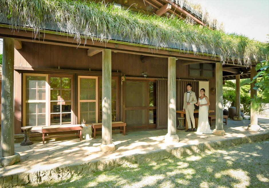 舟蔵の里・石垣島・沖縄結婚式 琉球古民家ガーデン・ウェディング 古民家より挙式会場へ入場
