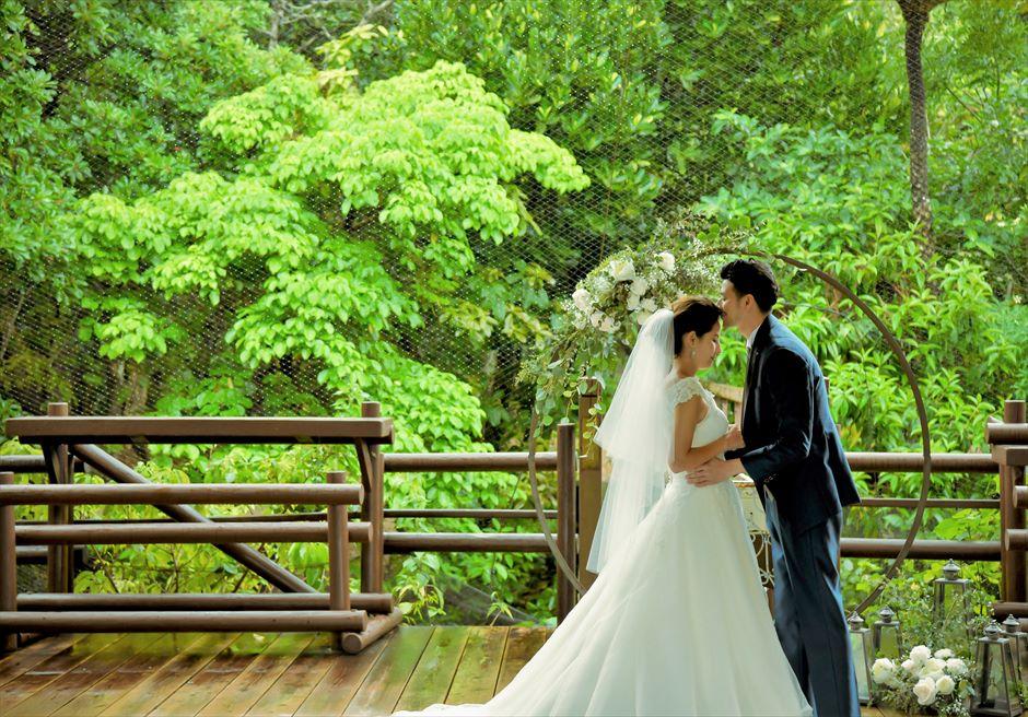 パイヌマヤ西表島沖縄 ジャングル・ホテル ブリッジ・デッキ・ウェディング 美しい挙式シーン